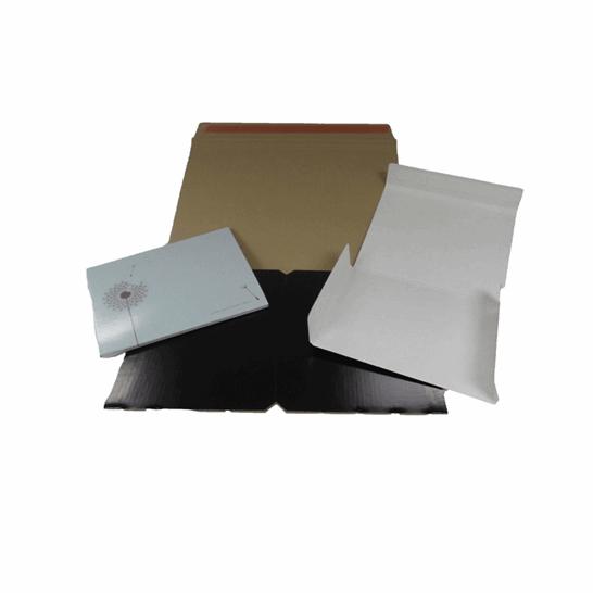 Diferentes sobres de cartón